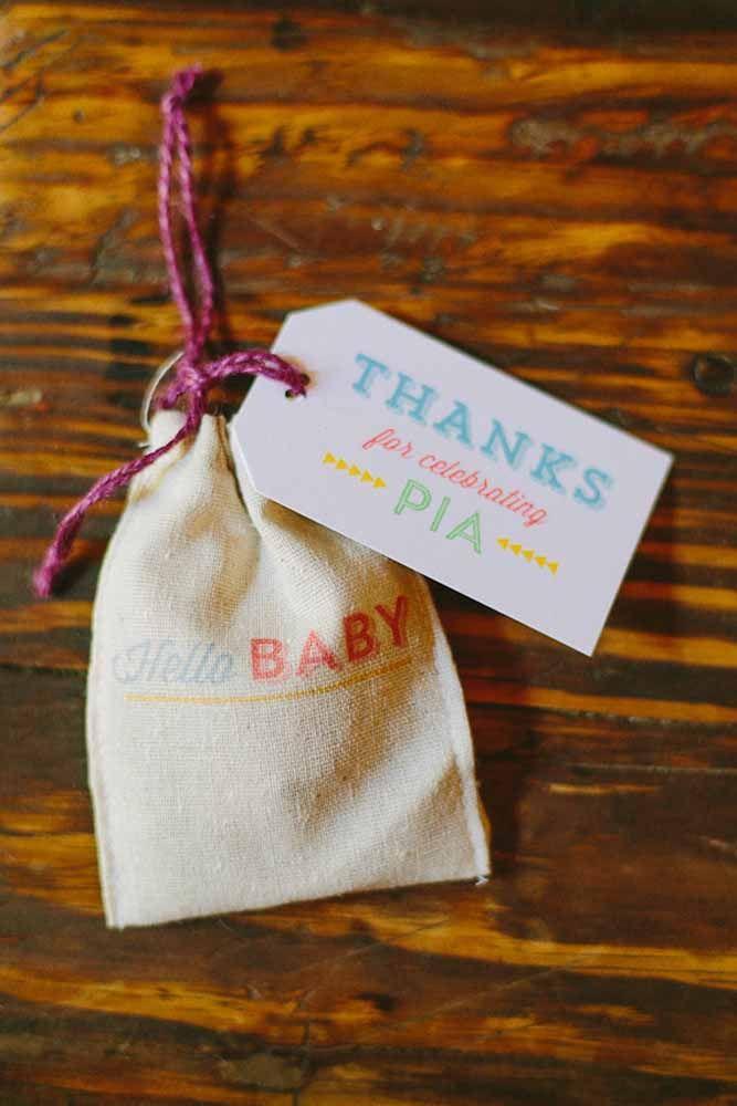 Opção simples e rústica de lembrancinha de maternidade