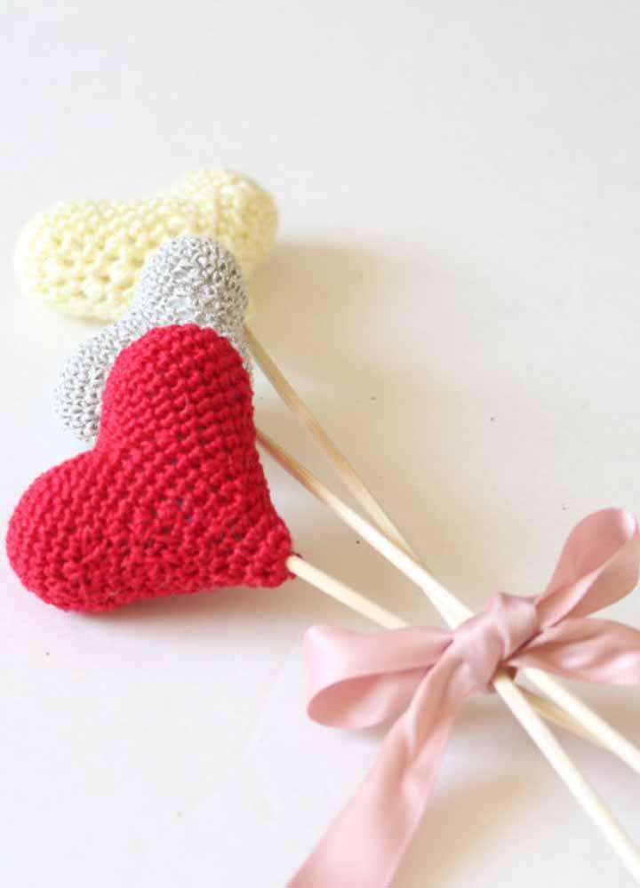 Gosta e sabe fazer crochê? Então essa pode ser a lembrancinha de maternidade perfeita para você