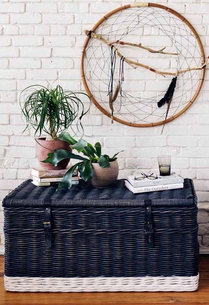 Um lindo baú de vime azul para decorar e organizar as coisas de casa
