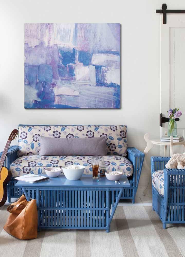 Vime azul dos móveis em perfeita harmonia com o restante da decoração da sala