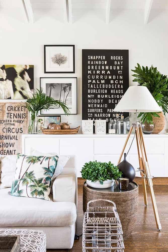 Nessa decoração de estilo escandinavo, o vime pode ser usado em cestos e no acabamento de móveis