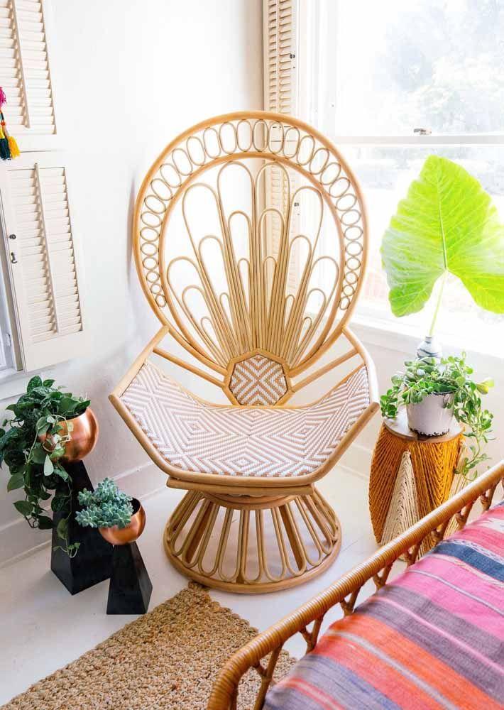 Cadeira de vime com cara de vovó para decorar a varanda aconchegante