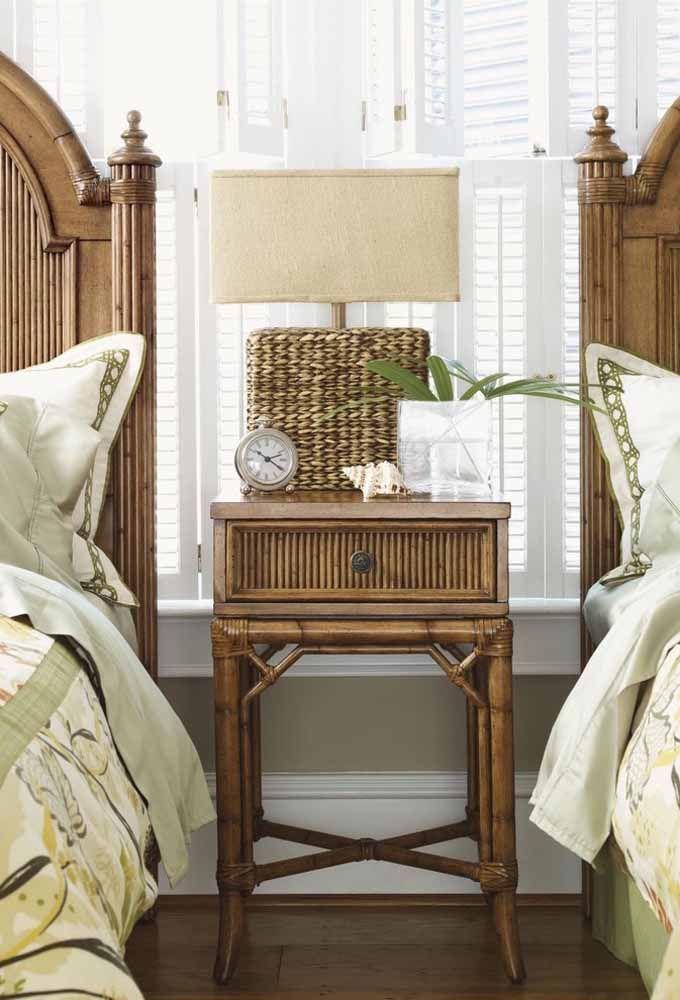 A combinação entre madeira e vime é certeira quando a proposta é criar uma decor de estilo colonial
