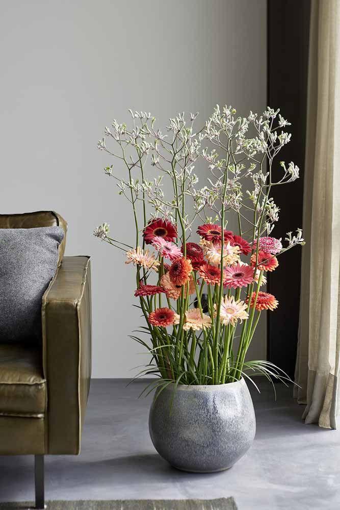 Um belo e diferente arranjo de gérberas para a sala de estar