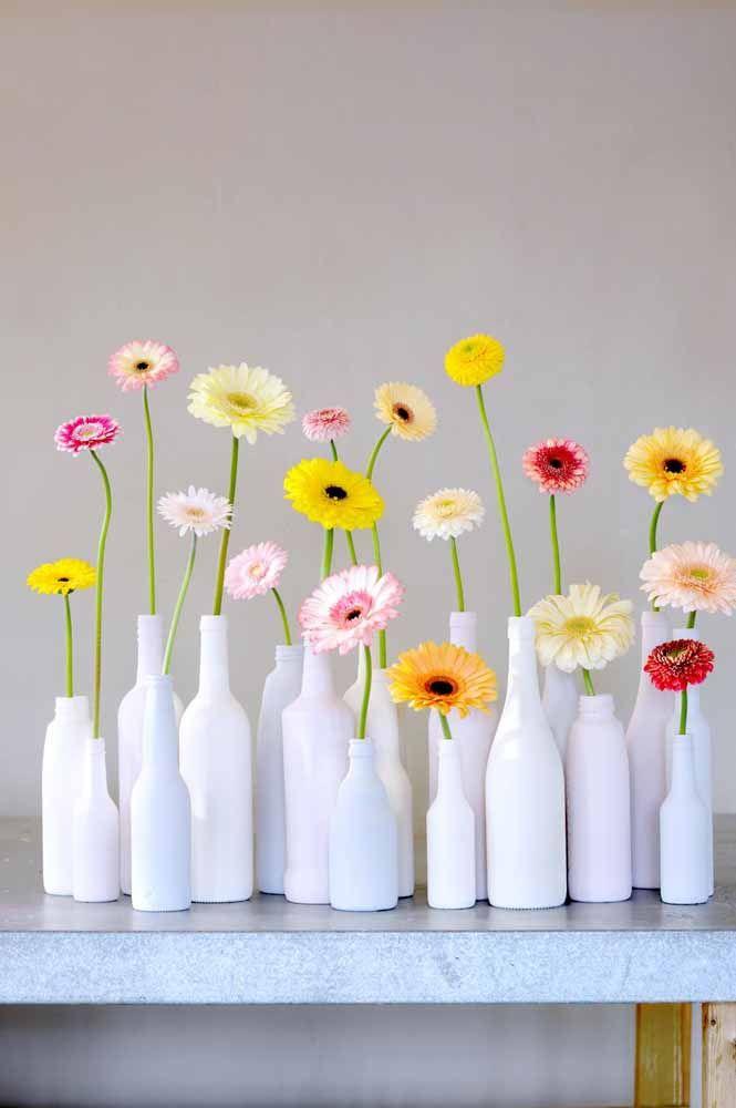 Os vasinhos solitários são um dos preferidos para a decoração com gérberas