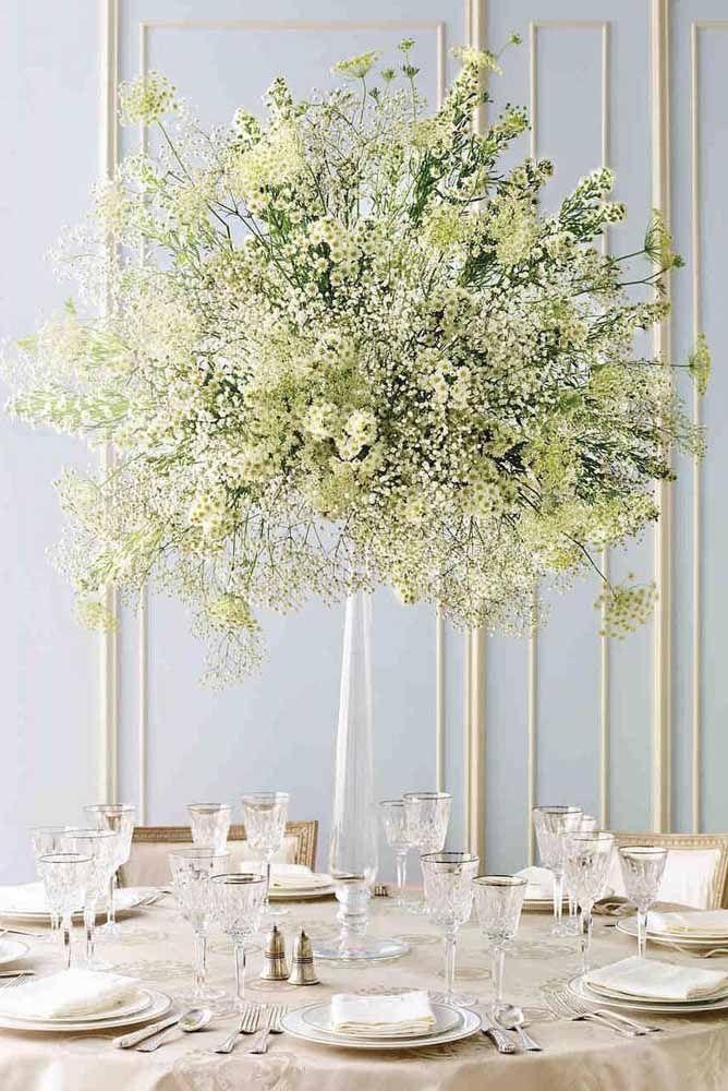 E para quem acha que não é possível criar um arranjo de flores do campo luxuoso e sofisticado se enganou! Olha esse modelo da imagem