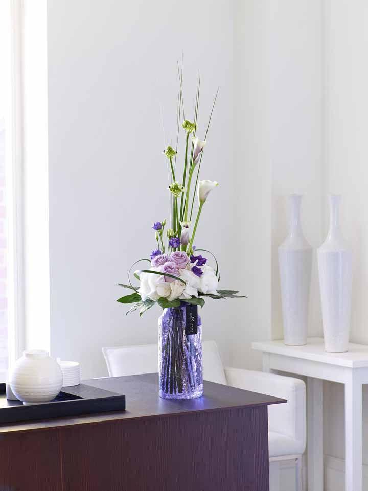 Mini tulipas em composição com flores de outras espécies