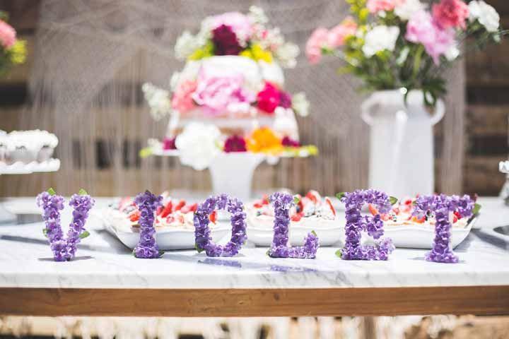 Violet escrito com? Flores de violetas!