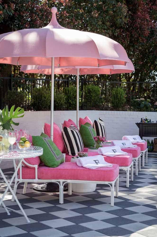Ombrelones cor de rosa: um mimo para a área externa
