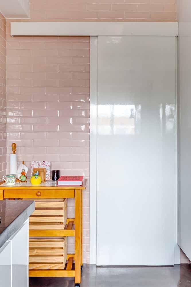 Porta de madeira laqueada branca: brilho e elegância no ambiente