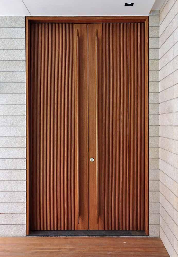 Puxadores e fechaduras são a cereja do bolo das portas de madeira