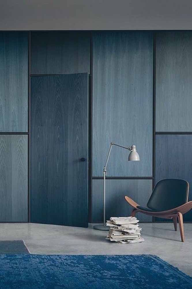 O azul não tirou a principal característica da madeira: os veios
