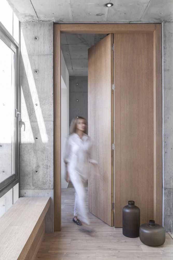 As portas de madeira combinam com qualquer estilo de construção e com os mais diferentes materiais