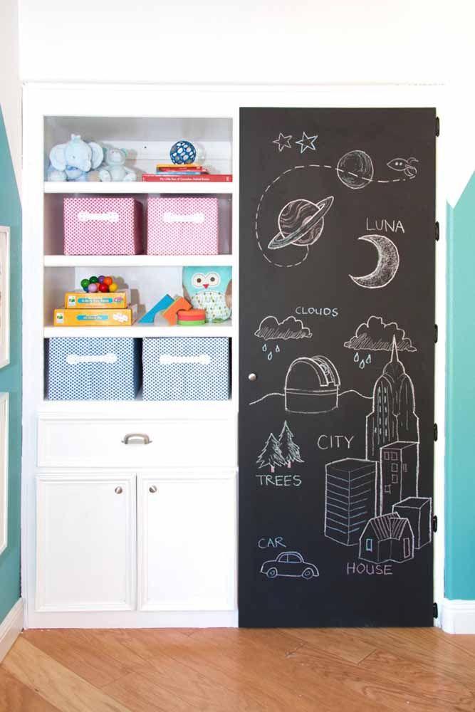 Use a parede lousa para ensinar coisas importantes para os seus filhos