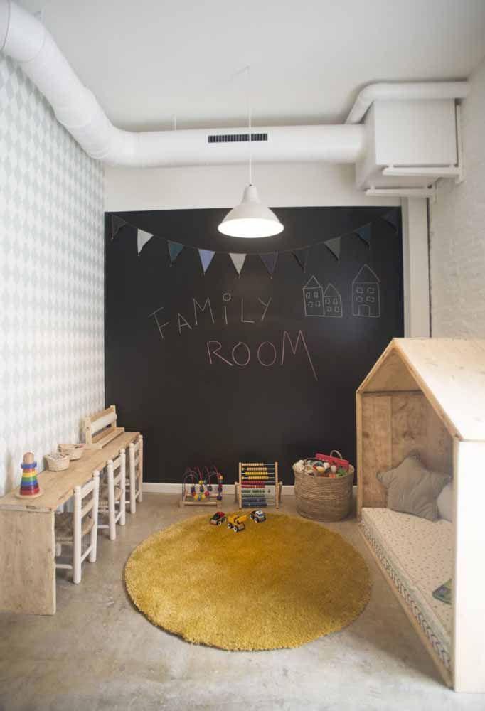 Deixe que as próprias crianças definam o estilo de decoração do quarto através da tinta lousa