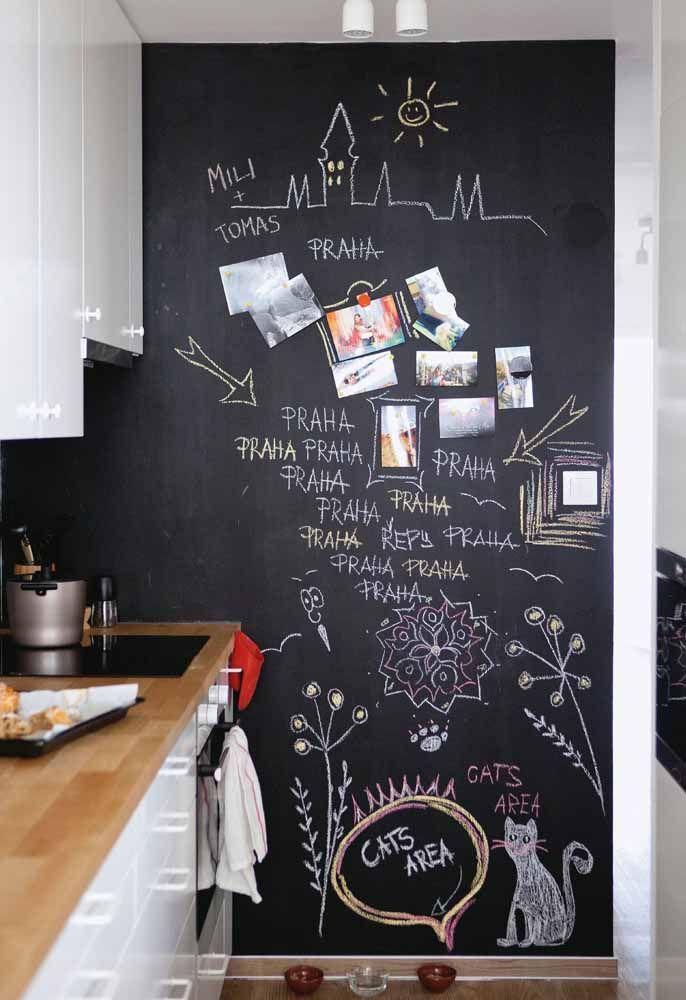 Complete a decoração da parede lousa com fotos