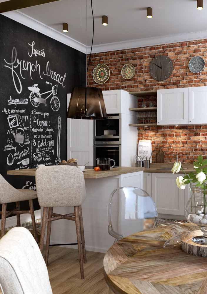 As decorações de estilo rústico também combinam perfeitamente com a tinta lousa na parede