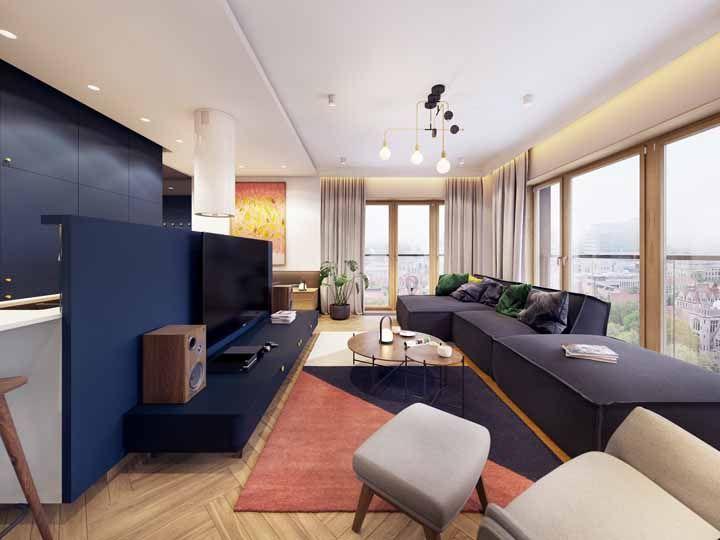 Instalado na diagonal, o piso laminado ganha um aspecto retrô