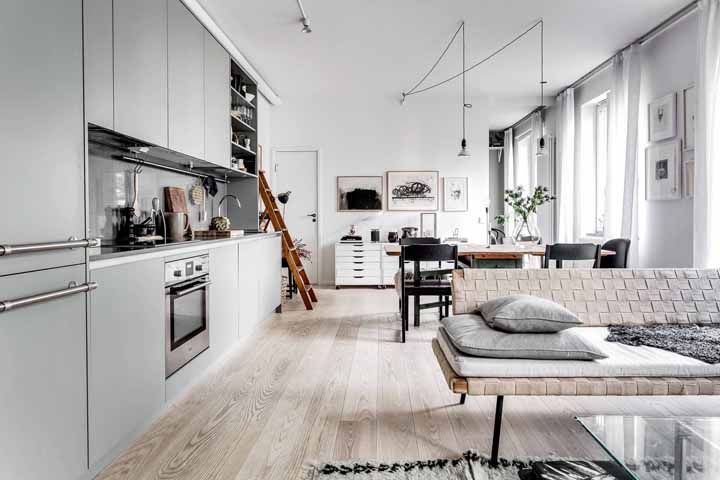 Fácil de limpar, o piso vinilico pode se estender até a cozinha