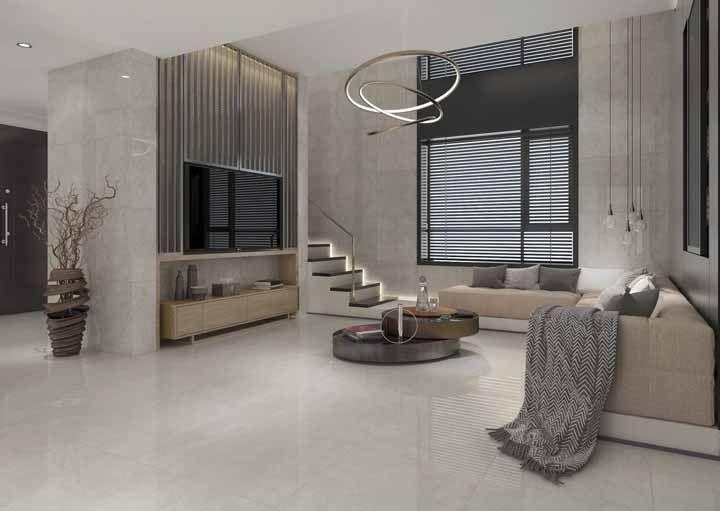 Se preferir, pode levar o porcelanato de mármore para as paredes da sala