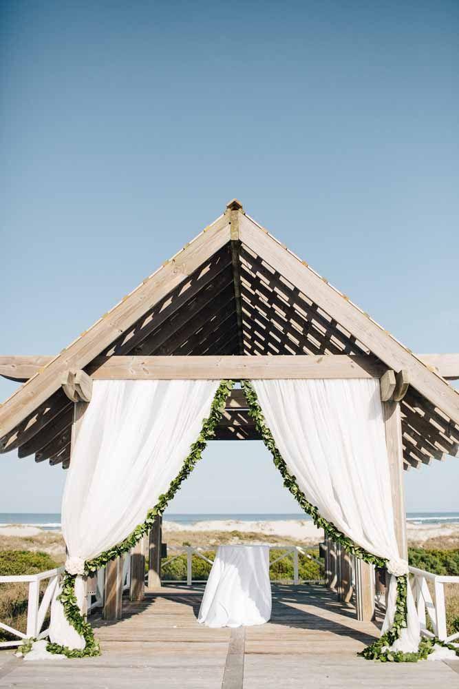 A área coberta garante que o casamento aconteça em qualquer circunstância climática