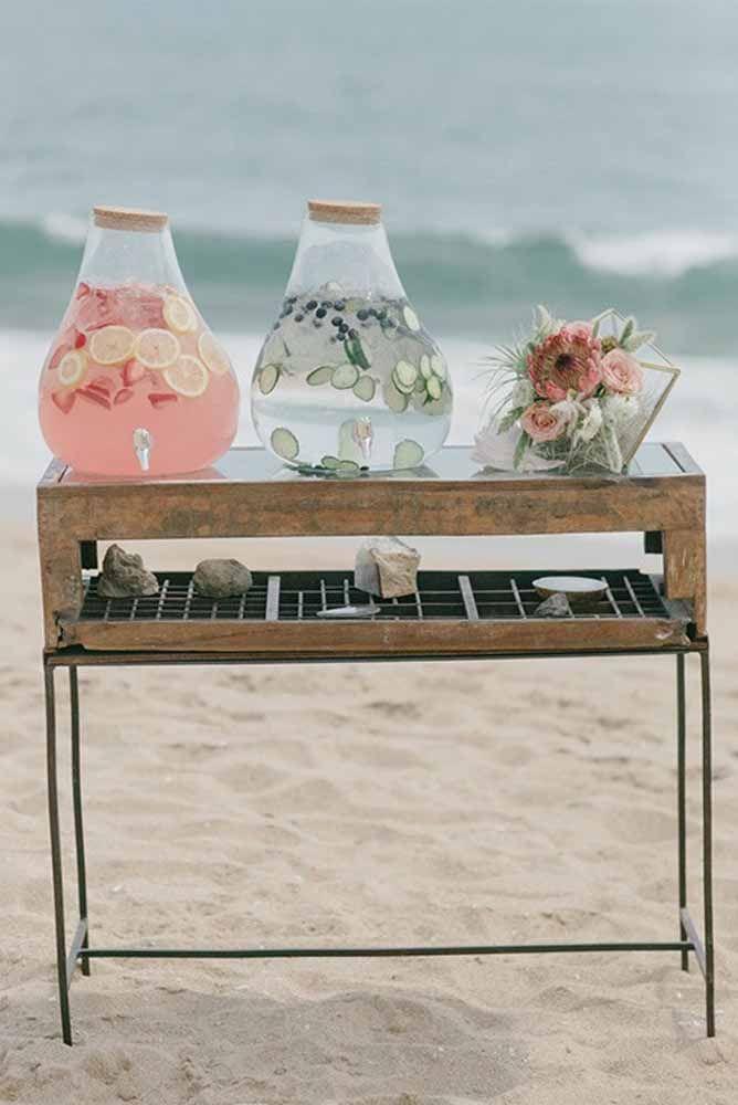 E ofereça sucos e outras bebidas naturais, leves e refrescantes