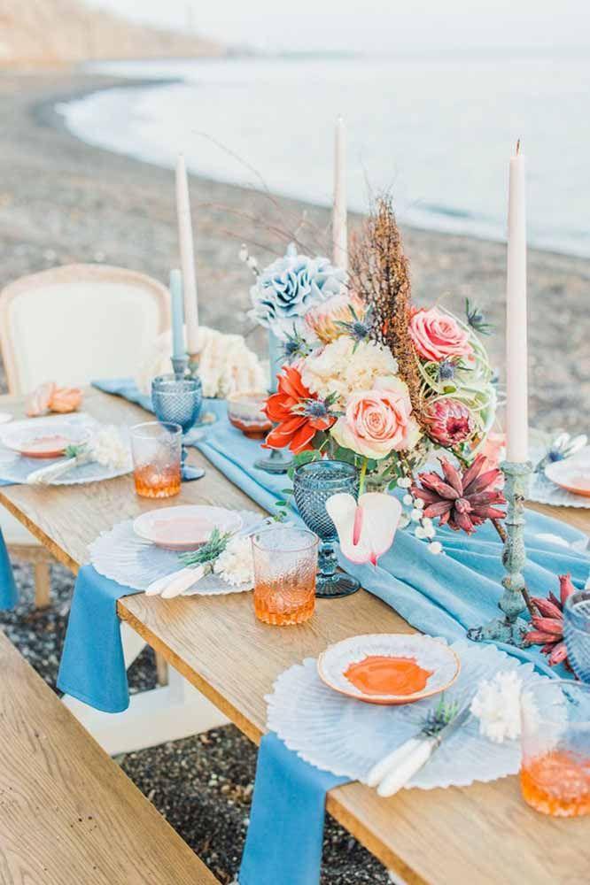 Tons de azul combinam perfeitamente com um casamento na praia