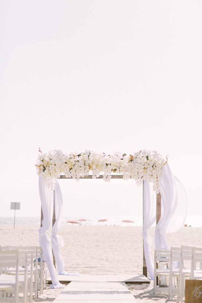 Alguém tem dúvidas de que esse é um autêntico casamento pé na areia?