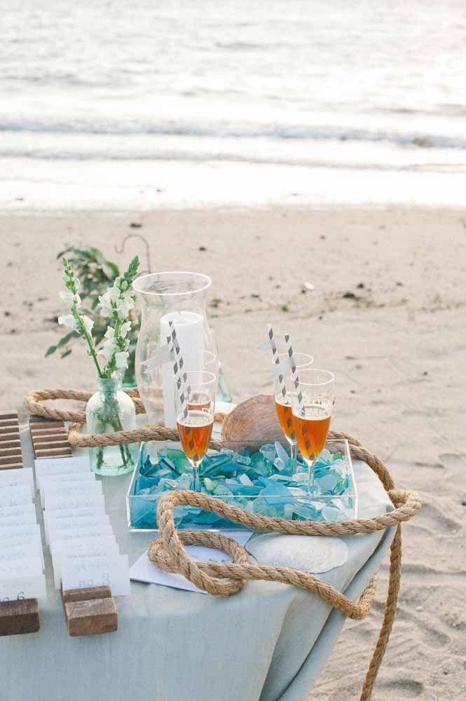 Até aquela corda de barco pode entrar na decoração do casamento praiano