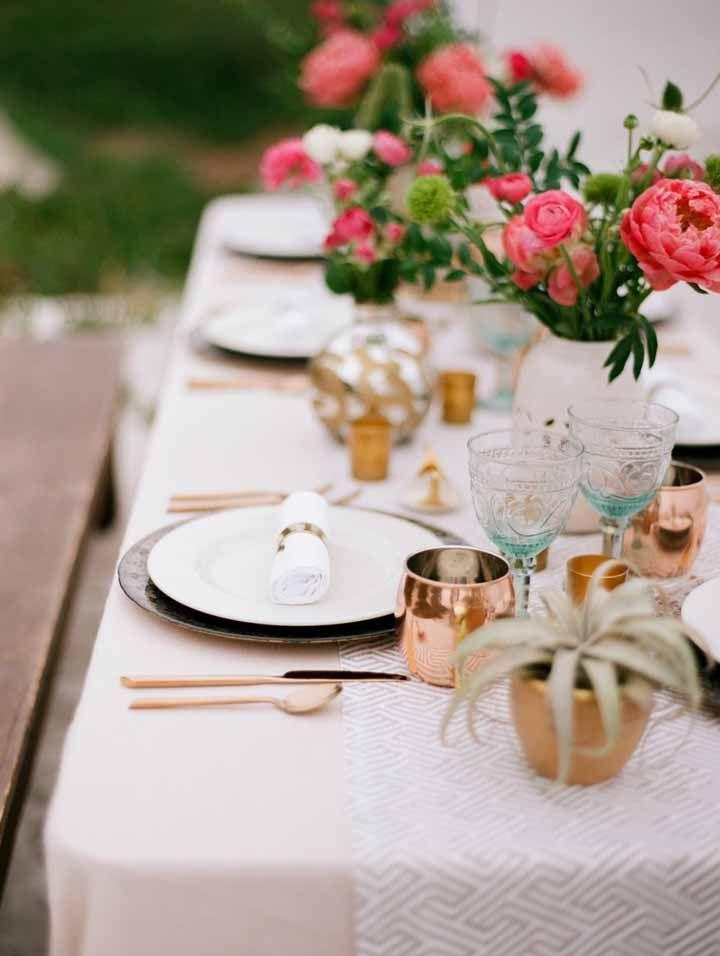 Casamento na praia tem mesa posta sim! Simples, mas de muito bom gosto