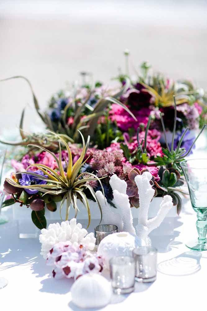 Flores e plantas resistentes como cactos e suculentas são uma das melhores opções para casamentos na praia