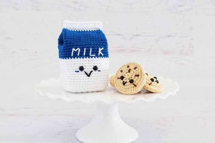 Cookies com leite: uma tradição matinal na fofa versão dos amigurumis