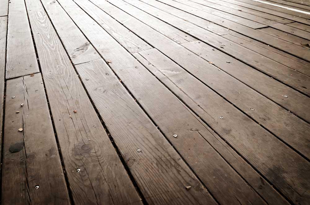 Como limpar piso de madeira natural