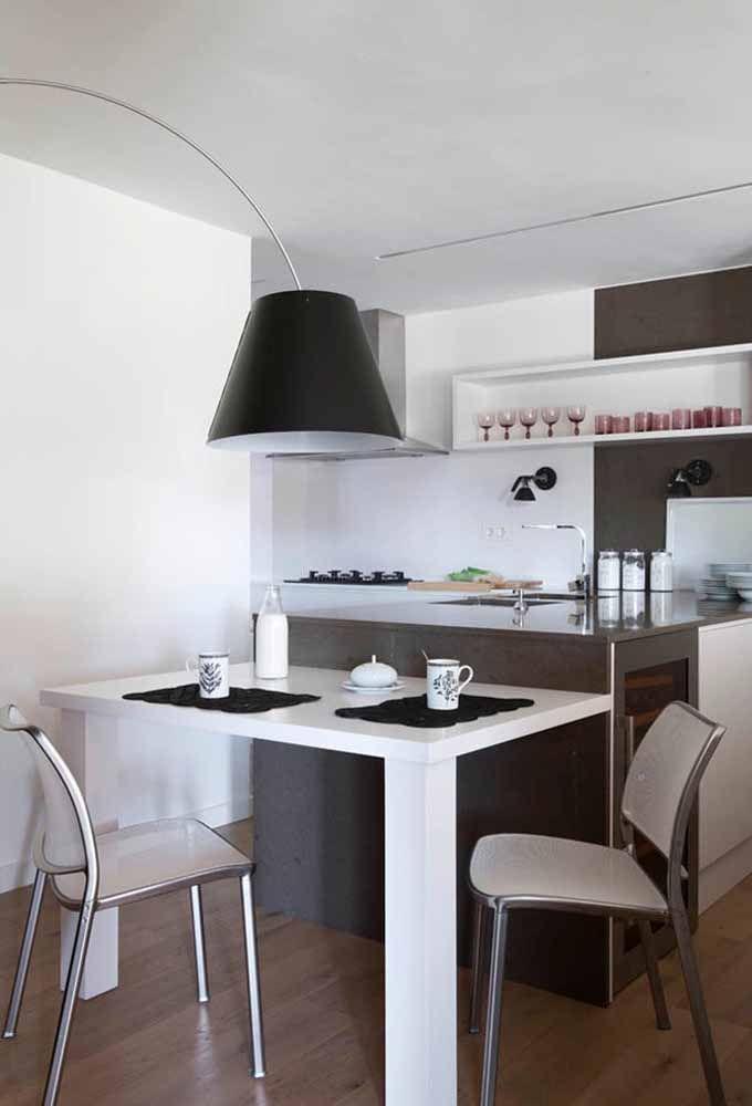 Aposte em uma decoração simples para sua cozinha pequena