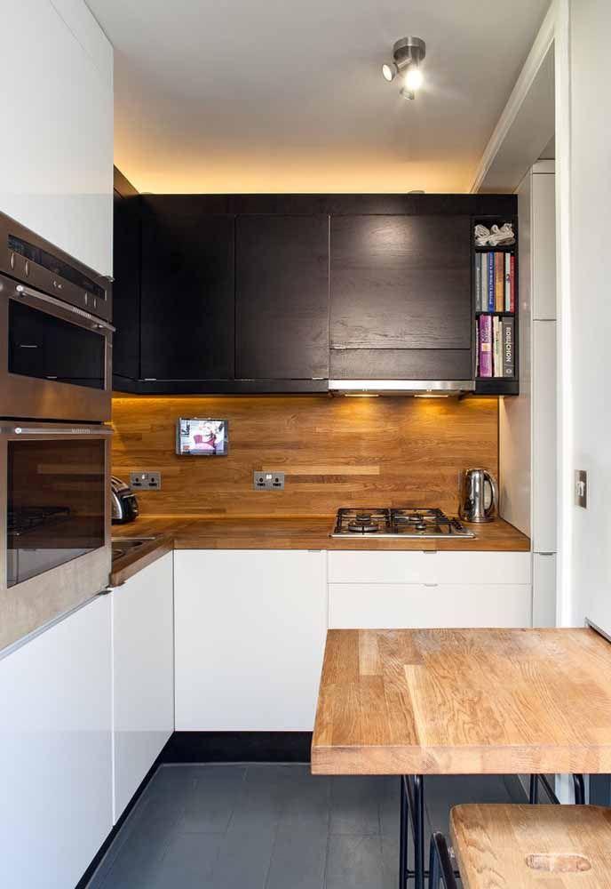 A mistura de texturas fica muito bem na decoração da cozinha