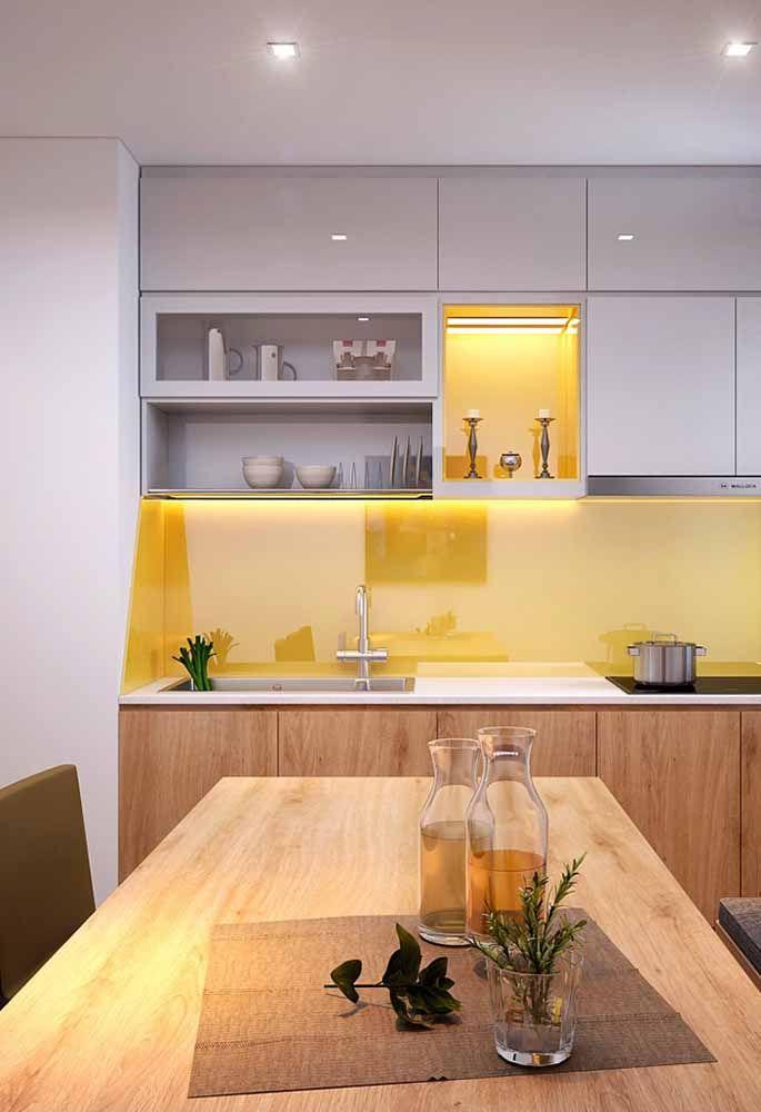 Um toque amarelo pode deixar a sua cozinha ainda mais linda