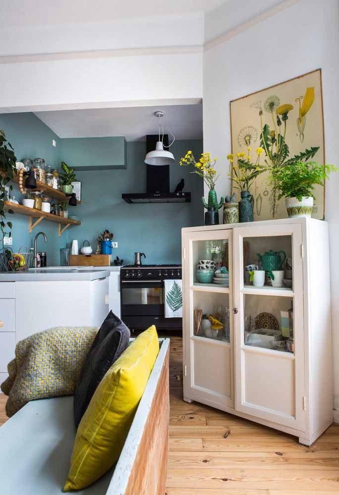 Para incrementar a decoração você pode colocar algumas peças bem rústicas