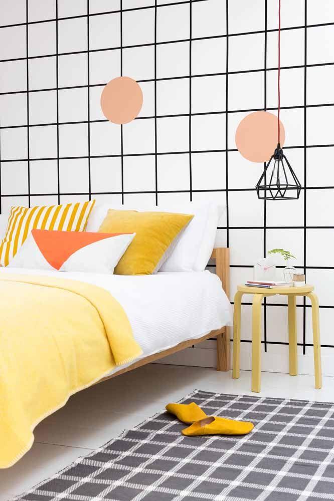 Quadrados! Outra forma de fazer uma parede geométrica é usando fita isolante preta