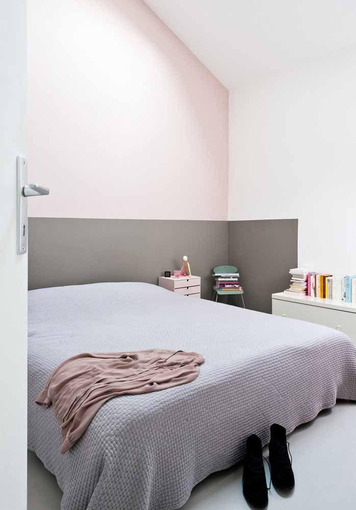 A parede geométrica também pode servir como uma cabeceira para a cama