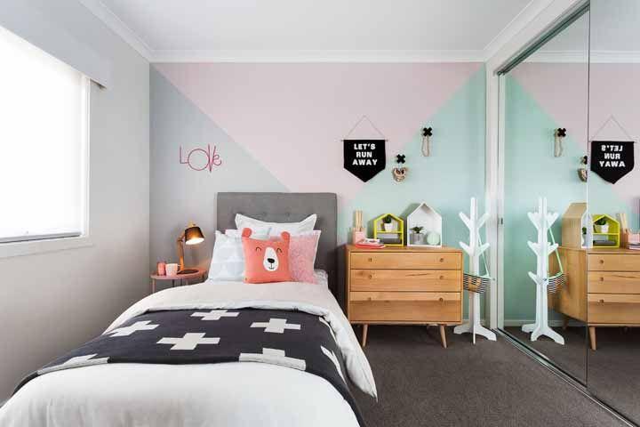Quarto infantil de estilo escandinavo decorado com parede geométrica; é para cair de amores!