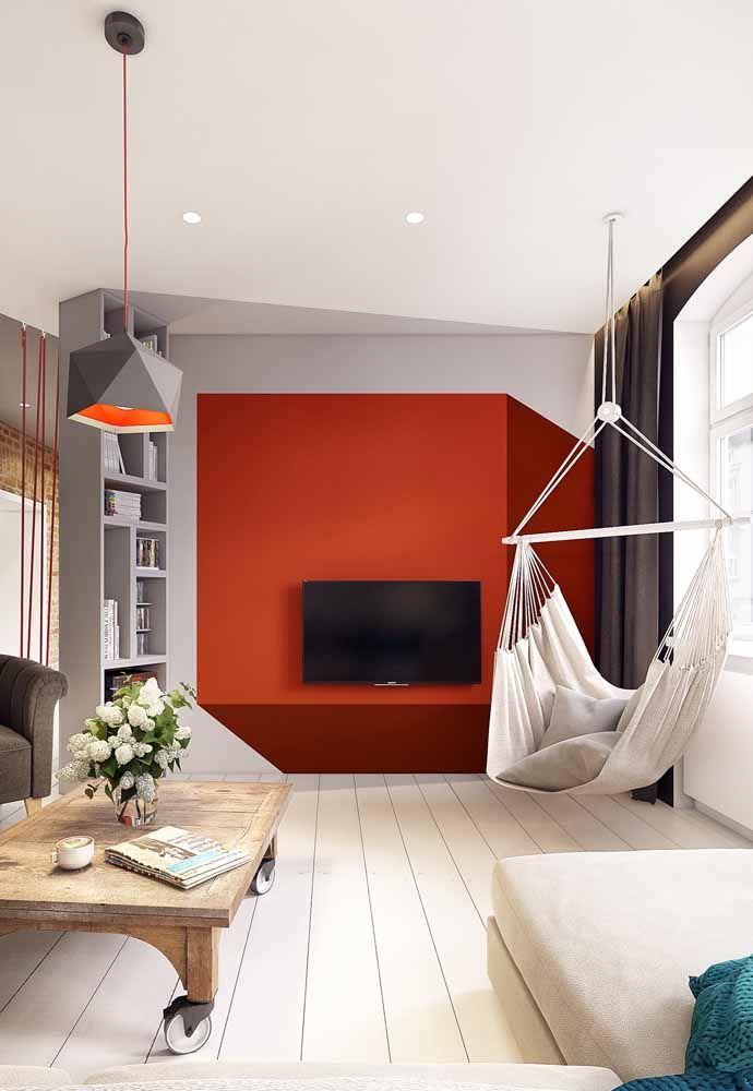 Os tons terrosos marcam o formato de cubo na parede da TV; repare que o desenho cria inclusive um efeito 3D
