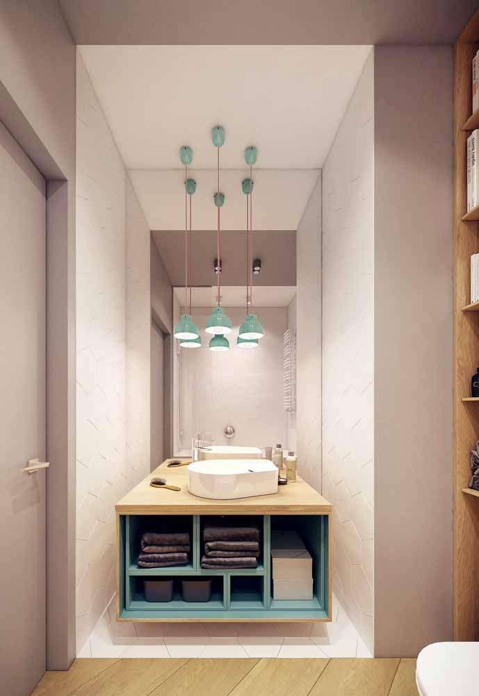 Os banheiros pequenos são os mais favorecidos com o uso de móveis sob medida