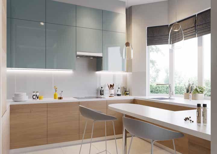 O balcão que contorna a cozinha é prático, funcional e convidativo
