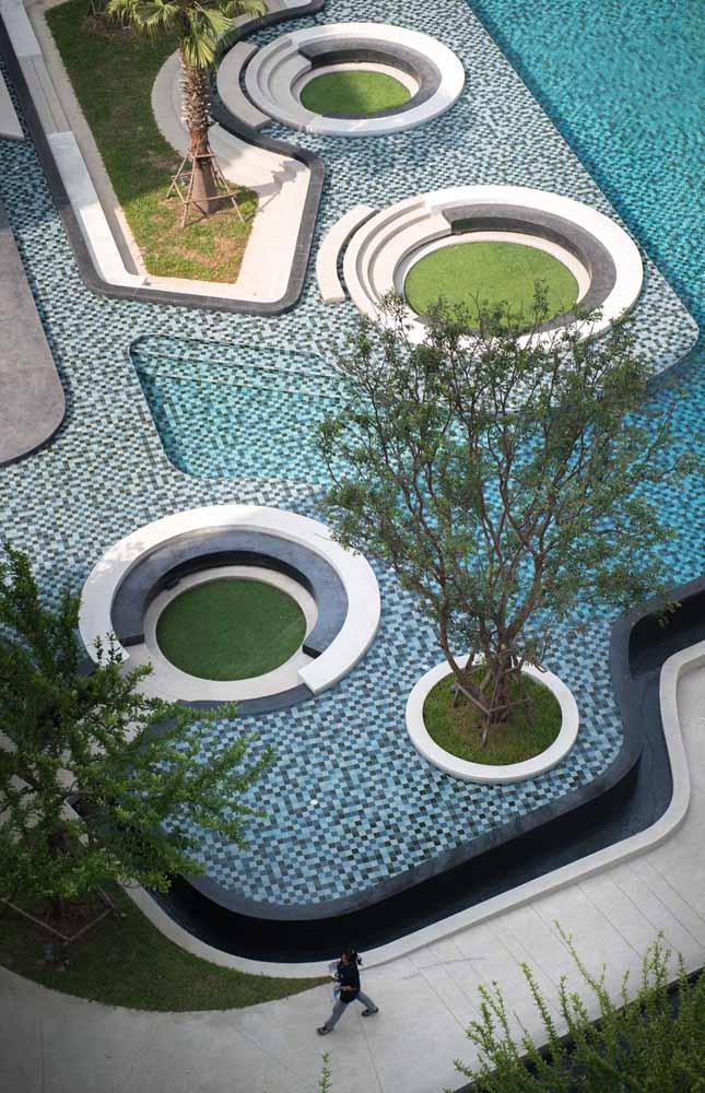 Uma árvore dentro da piscina? Nesse projeto paisagístico é perfeitamente possível