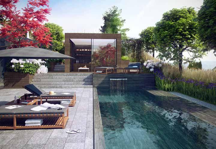 Sombra e água fresca no quintal de casa