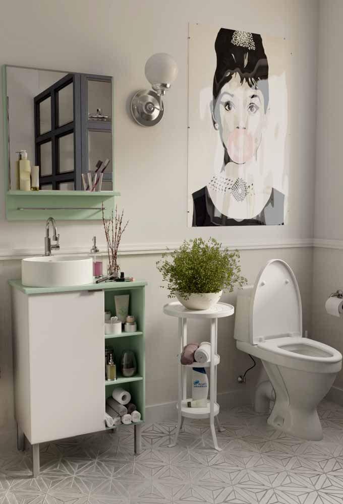 Despretensiosamente, esse vaso de avenca deixa o banheiro mais vistoso e cheio de frescor