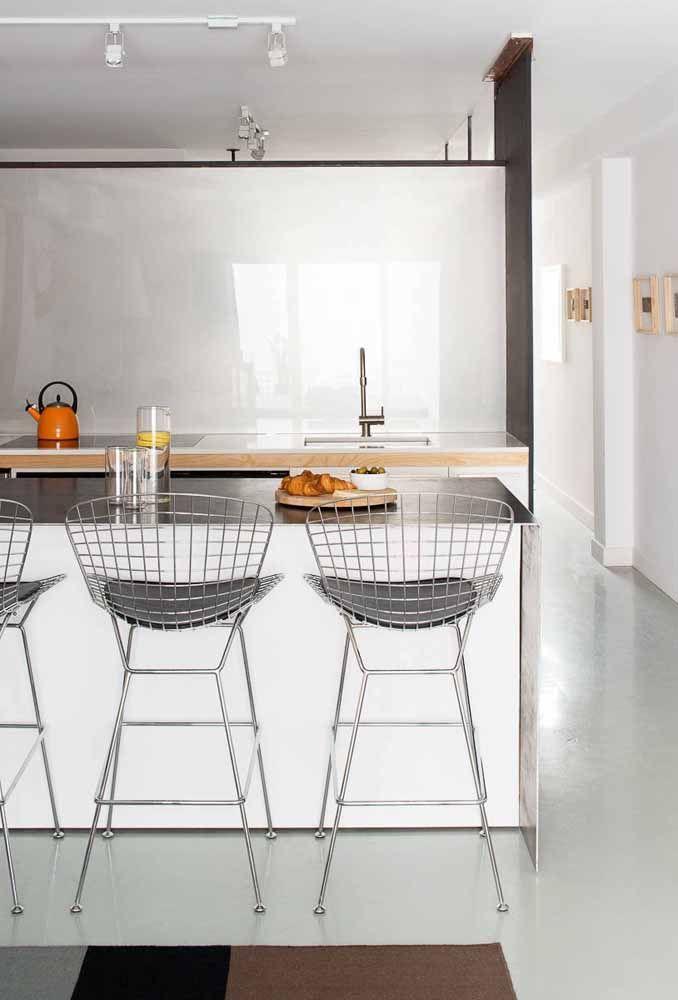 De fácil limpeza, o piso epóxi se torna uma ótima opção para revestimentos de cozinha