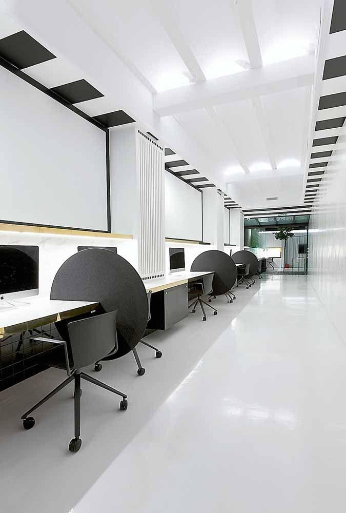 A resistência e a durabilidade da resina epóxi também a torna muito indicada para ambientes com grande circulação de pessoas