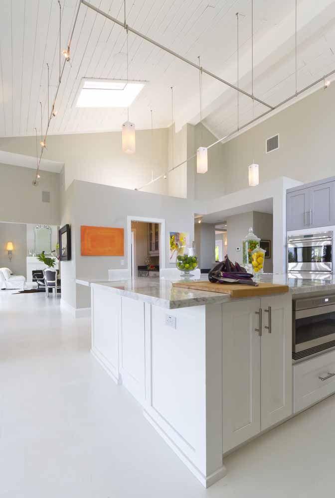 Casas de design integrado se valorizam com o uso de pisos monolíticos, como o epóxi