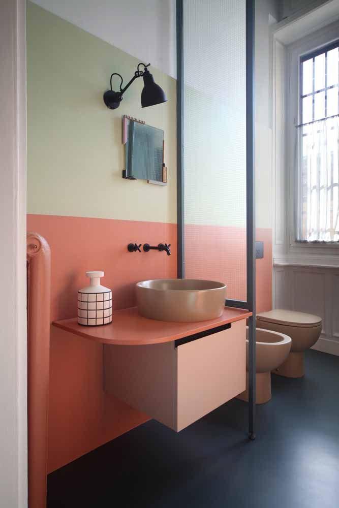 Banheiro três cores: moderno e estiloso feito com resina epóxi
